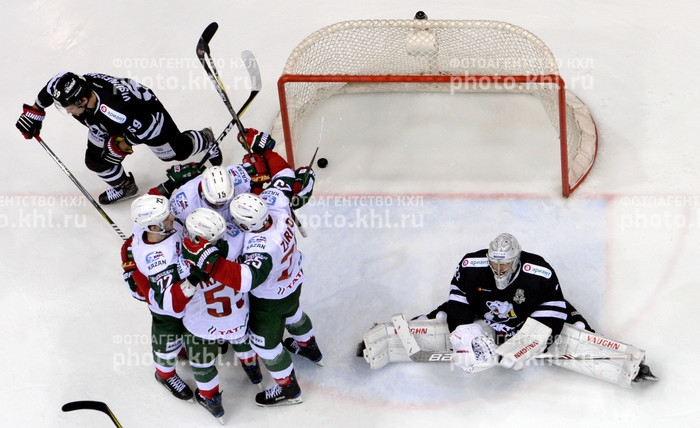 Photo hockey KHL - Kontinental Hockey League - KHL - Kontinental Hockey League - KHL : A un coup de patte