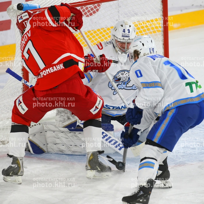 Photo hockey KHL - Kontinental Hockey League - KHL - Kontinental Hockey League - KHL : Il est tombé