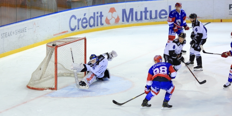 Photo hockey Ligue Magnus - Ligue Magnus : 12ème journée : Lyon vs Gap  - Lyon sort les crocs