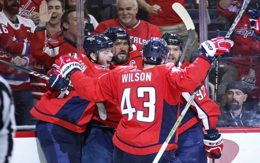 Photo hockey NHL - National Hockey League  - NHL - National Hockey League  - NHL : Les Capitals devant