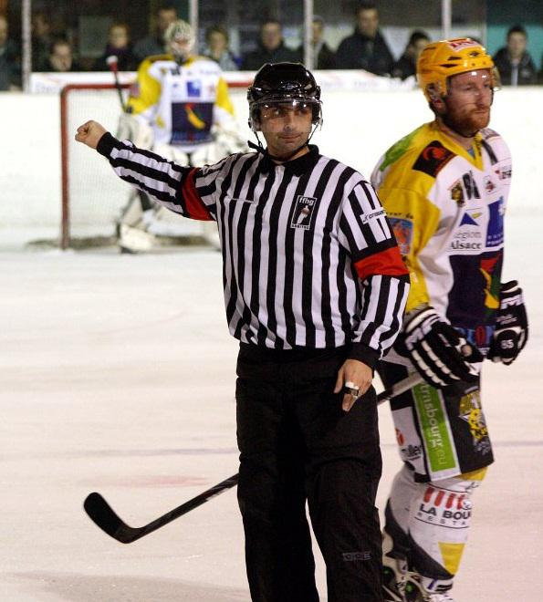 Photo hockey Savice Fabre, arbitre par passion - Autour du hockey