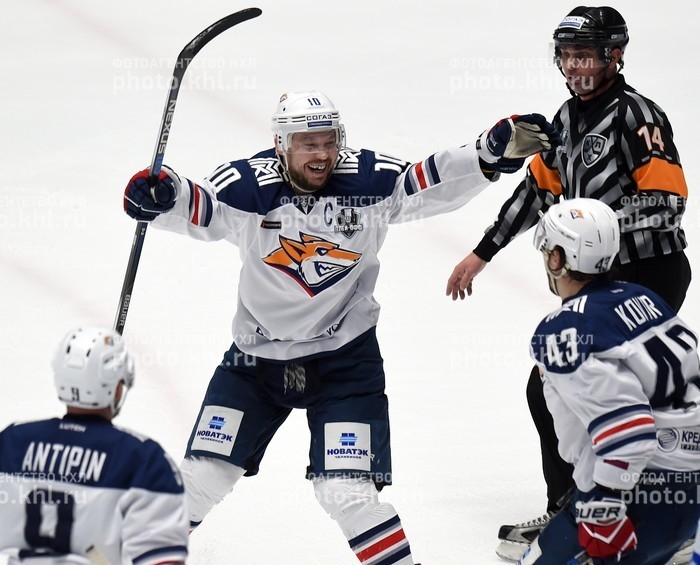 Photo hockey KHL : Coup de balai - KHL - Kontinental Hockey League