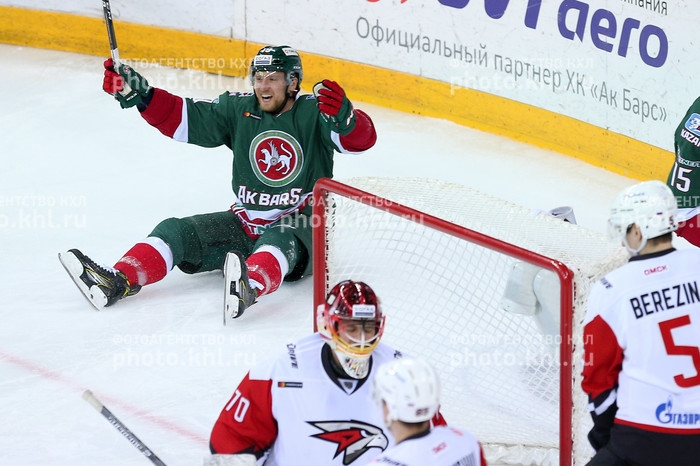 Photo hockey KHL : La panthère croque l