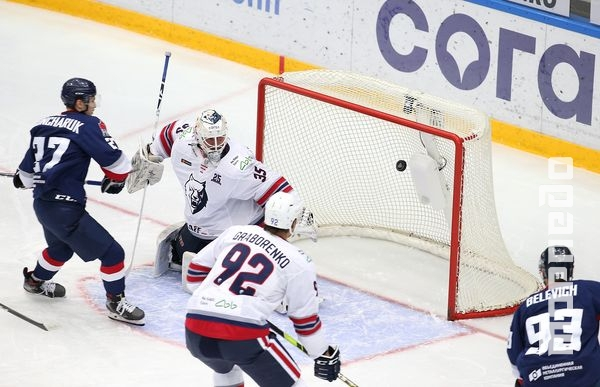 Photo hockey KHL : Surprise d