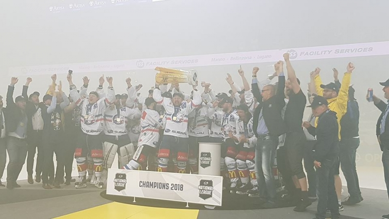 Photo hockey Suisse: ZÜRICH CHAMPION - Suisse - Divers