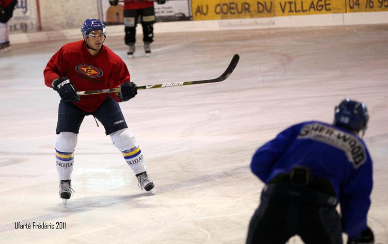 Photo hockey reportage Back to business